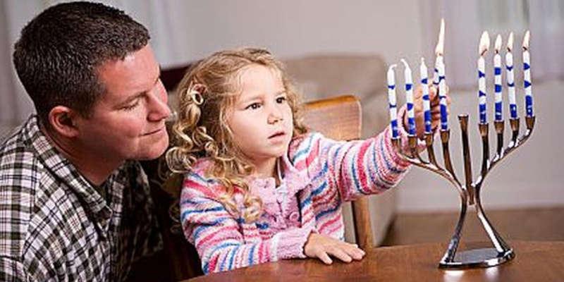 La vela central sirve para encender a las demás imgen foto dibujo imagenes fotos dibujos candelabro judío menorá